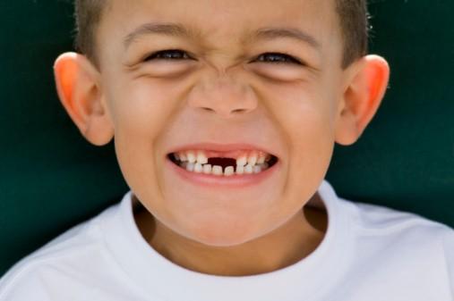 Nằm mơ thấy rụng răng hàm đánh con gì và điềm báo gì?