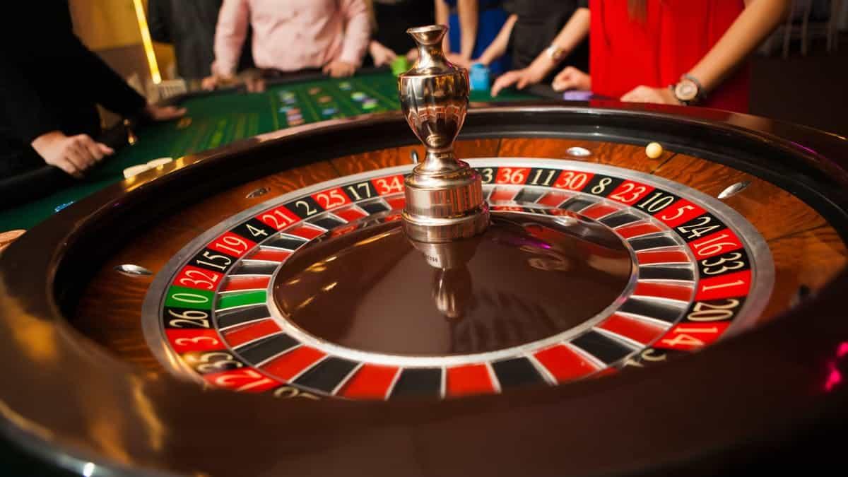 Tìm hiểu về trò chơi Roulette: Các hệ thống cược và sự mê tín của người chơi